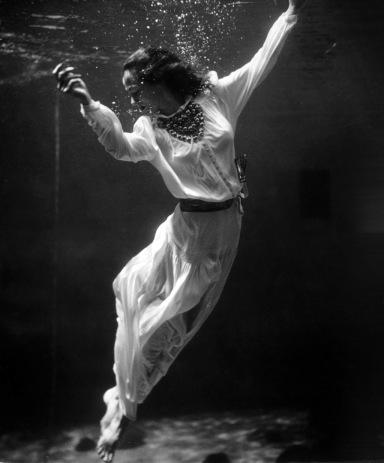 toni-frissell1939 underwater